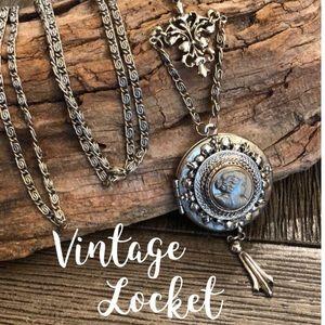 Vintage Silvertone Grey Cameo Locket Necklace